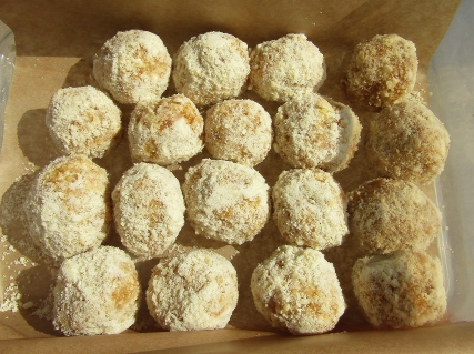 apricot and ginger energy balls1